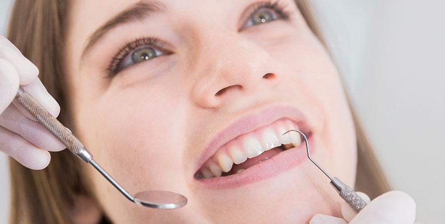 Fem behandlingar som erbjuds av Solna Dental